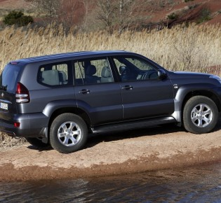 сравнение Range Rover и Land Cruiser — Toyota Land Cruiser, л., года на DRIVE2